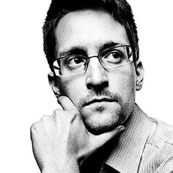 ABD'li bilgisayar uzmanı Snowden, Rusya vatandaşı olmak için başvuru yapacak