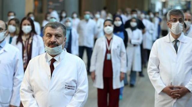 Sağlık Bakanı Koca'dan sağlık çalışanlarına ek ücret müjdesi: Adaletli ek ödeme sistemi için çalışma gündemimizde