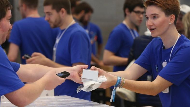 """Apple'ın """"Kibar"""" Müşterilerine Ayrıcalıklı Hizmet Verdiği Ortaya Çıktı"""