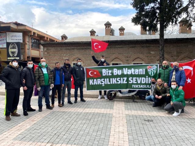 Bursaspor taraftarı Çanakkale Zaferi'nin 106. yılında lokma dağıttı